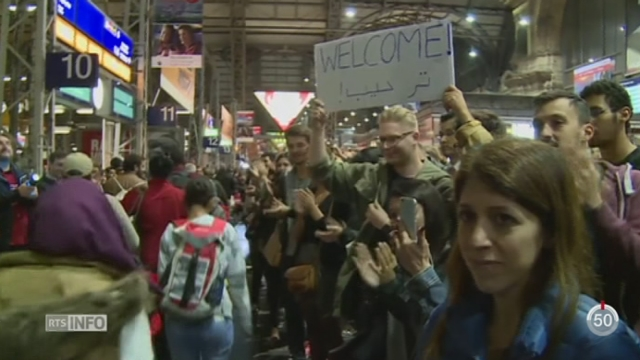 Crise migratoire: l'Allemagne et l'Autriche accueillent chaleureusement migrants et réfugiés [RTS]