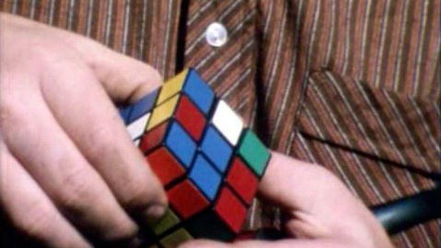 Un cube multicolore comme nouveau casse-tête à la mode.