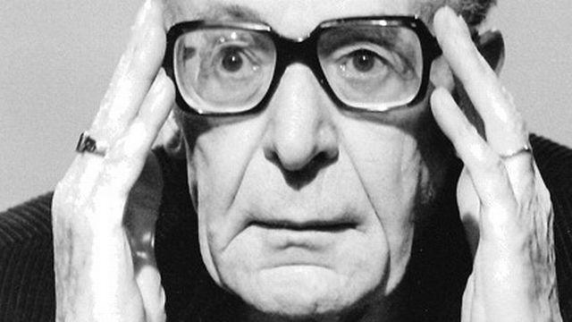 L'historien et critique littéraire Henri Guillemin a collaboré avec la Radio et la Télévision suisse romande. [RTS]