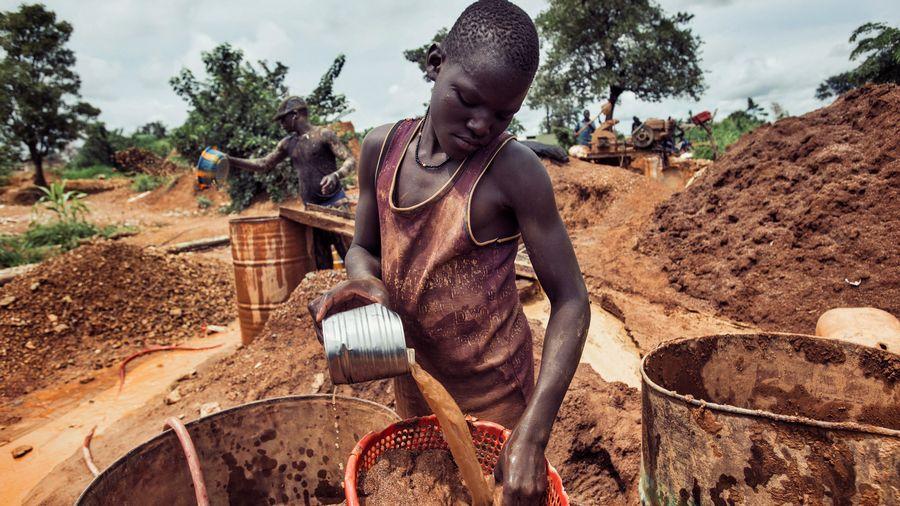 La Radio Télévision Suisse Romande révèle que la Suisse importe des tonnes d'or sale du Burkina Faso, blanchi au Togo (Vidéo)