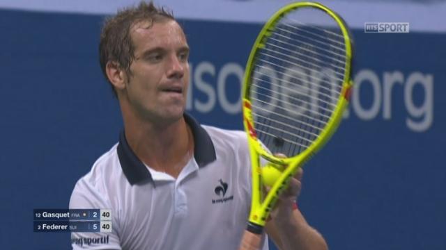 ½ Richard Gasquet (FRA-12) - Roger Federer (SUI-2) (3-5). Le Français écarte 3 balles de set et finira par remporter ce jeu [RTS]