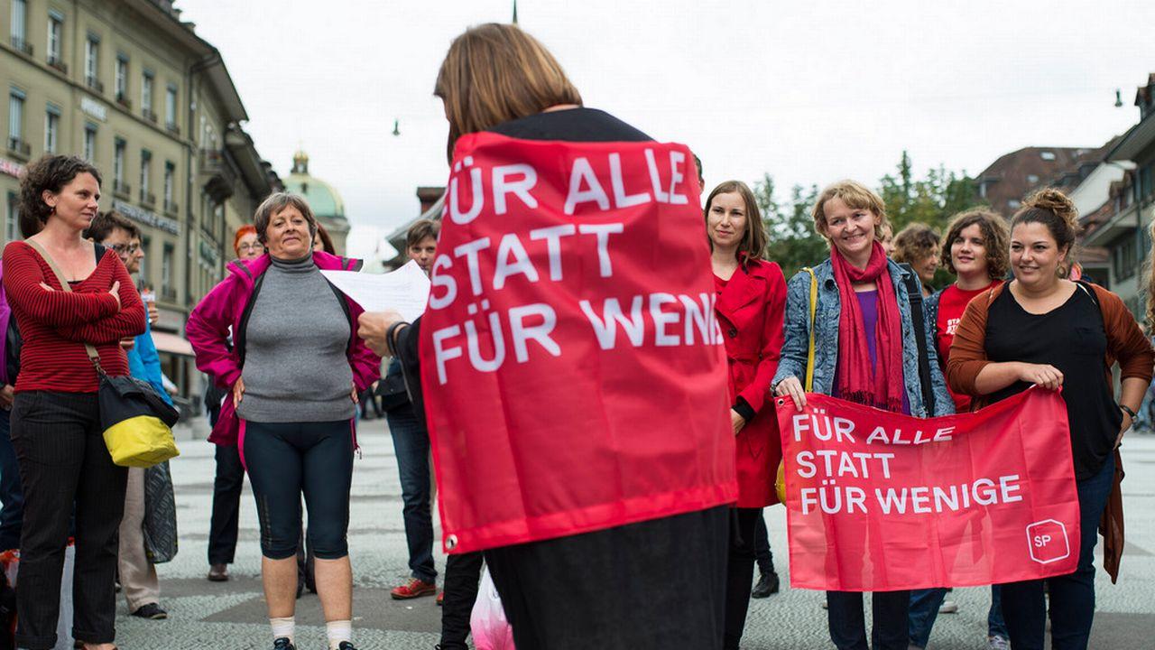 Seules 34,5% de femmes se présentent sur les listes des élections fédérales (ici les socialistes bernoises, dont Margret Kiener-Nellen et Ursula Brunner). [Peter Schneider - Keystone]