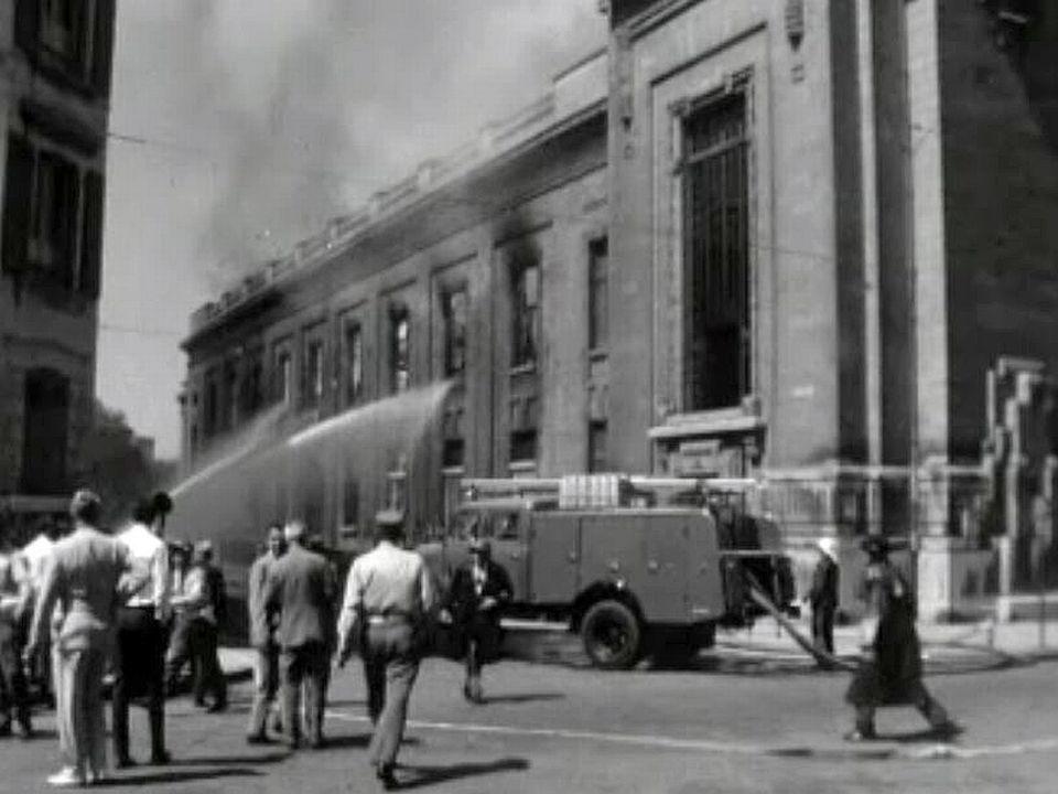 Le feu ravage entièrement le Bâtiment électoral à Genève.