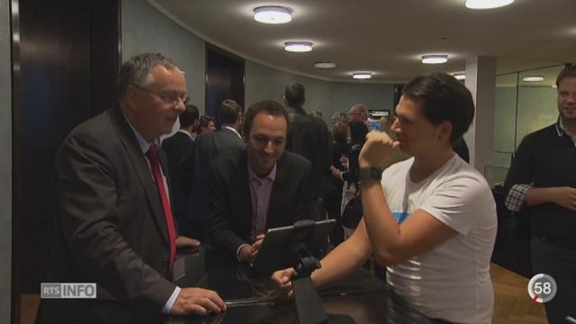 Un Café des Signes a été organisé au Palais fédéral à l'occasion de la semaine d'action en faveur des sourds [RTS]