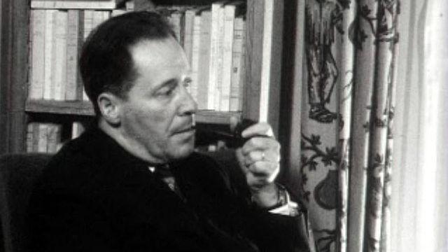Maurice Zermatten, écrivain, nous reçoit chez lui.