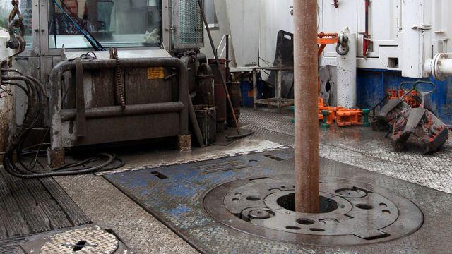 Vue sur les travaux de forage en profondeur dans la région du Chablais vaudois et valaisan afin de vérifier la présence de gaz naturel sous le lac Léman. [Jean-Christophe Bott - Keystone]