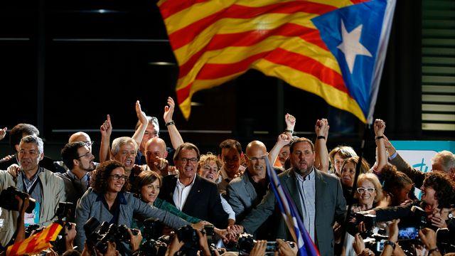 Le président indépendantiste sortant Artur Mas a revendiqué une énorme légitimité pour l'indépendance de la Catalogne après avoir obtenu la majorité absolue au Parlement régional. [Sergio Perez - Reuters]