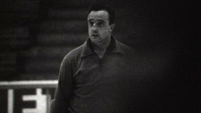 Le hockeyeur Fritz Naef à l'entraînement, 1963. [RTS]