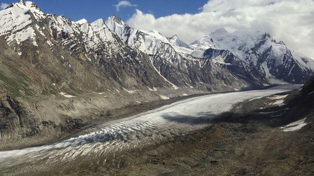 Les réserves de glace fondent à grande vitesse dans l'Himalaya (ici, le glacier Pensi au Ladakh). [Anne Montfort - Photononstop/AFP]