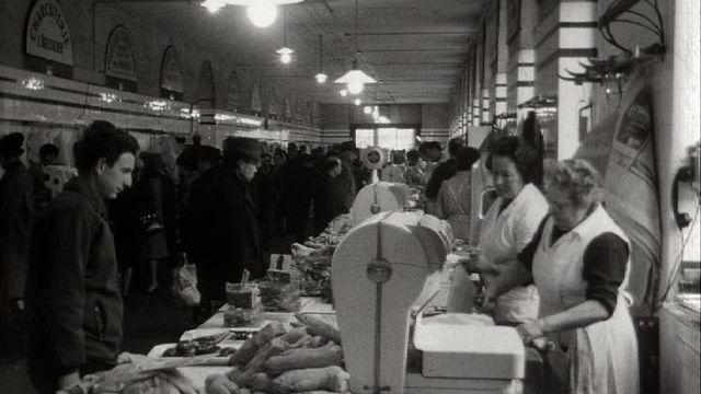 Le marché couvert des Halles de l'Ile en 1969. [RTS]