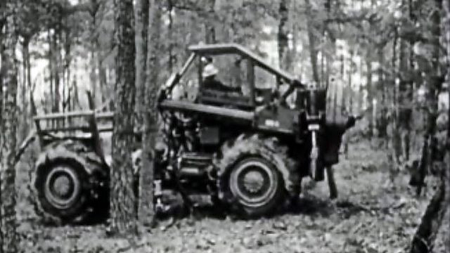 Une nouvelle machine à débiter le bois dans les forêts.