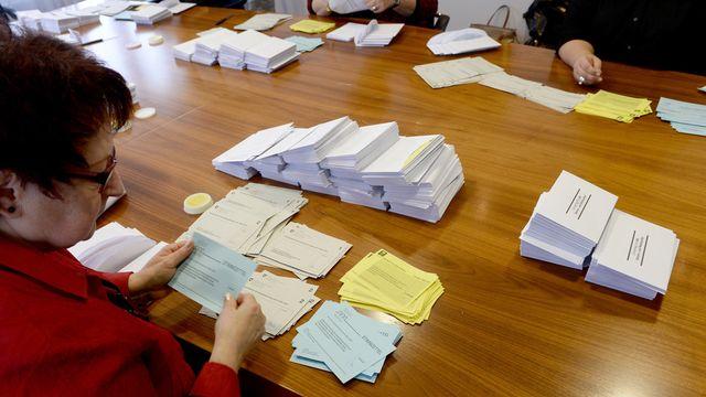 Décompte des bulletins de vote dans le canton de Nidwald [KEYSTONE/Urs Flueeler - Keystone]