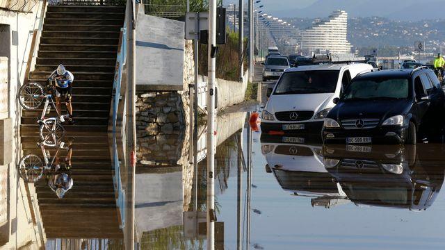 Cannes après les pluies de dimanche. [AP Photo/Lionel Cironneau - key]