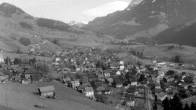 Une visite du Pays d'Enhaut, son folklore, son économie, son prefet.
