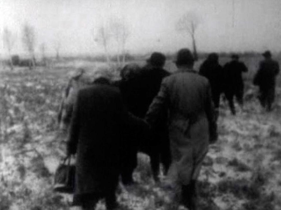 Des réfugiés fuient la Hongrie en 1956. [RTS]
