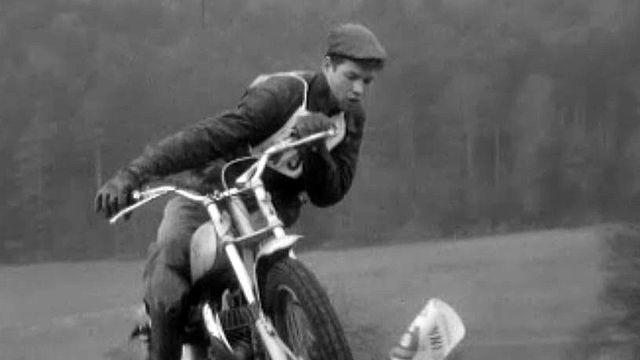 Le port du casque n'était pas obligatoire pour ce motocross.