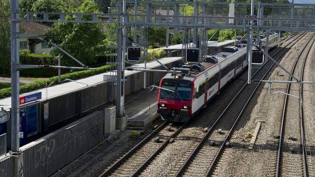 Dès 2016, les CFF passeront à la cadence du quart d'heure entre Genève et Coppet. [Jean-Christophe Bott - Keystone]