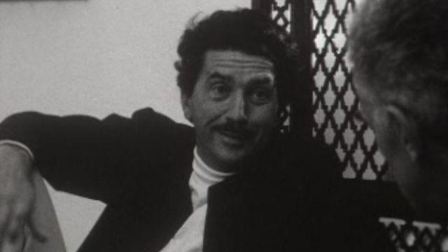 L'écrivain et cinéaste est en tournage en Tunisie.