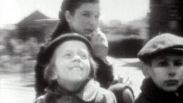 Exode de civils affluant en Suisse en 1940. [RTS]