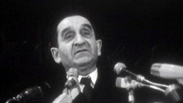 Pierre Mendès France face à une salle de militants gaullistes.