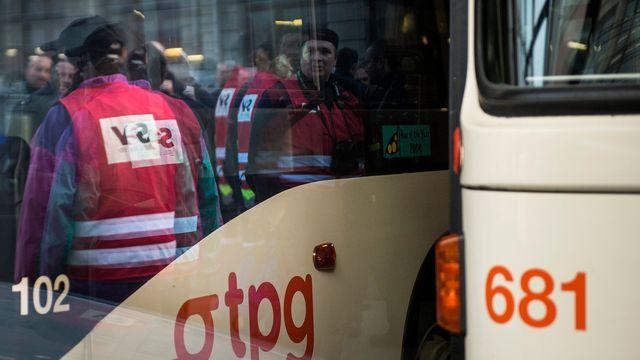 Une partie du personnel des TPG avait fait grève le 19 novembre 2014 à Genève pour protester contre le démantèlement des services publics et la suppression annoncée de 100 emplois. [Keystone]