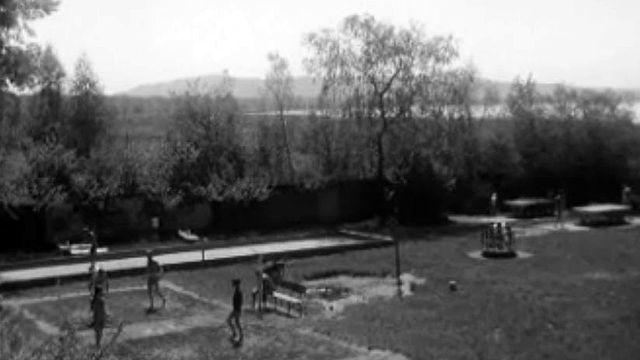 Un camp de nudiste à Neuchâtel fête ses quarante ans.