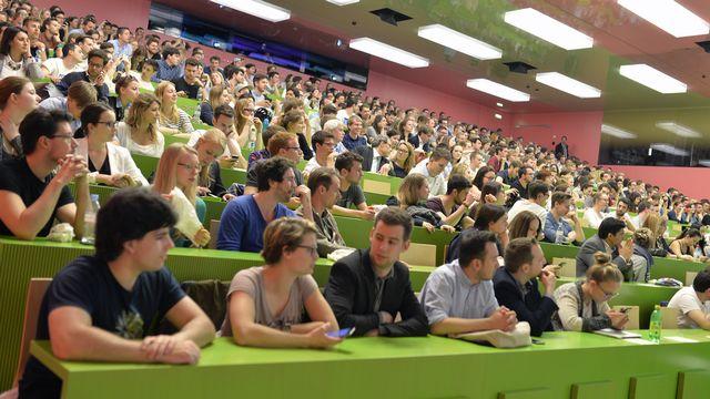 Près de 13% des candidats romands au National sont des étudiants. [Walter Bieri - Keystone]