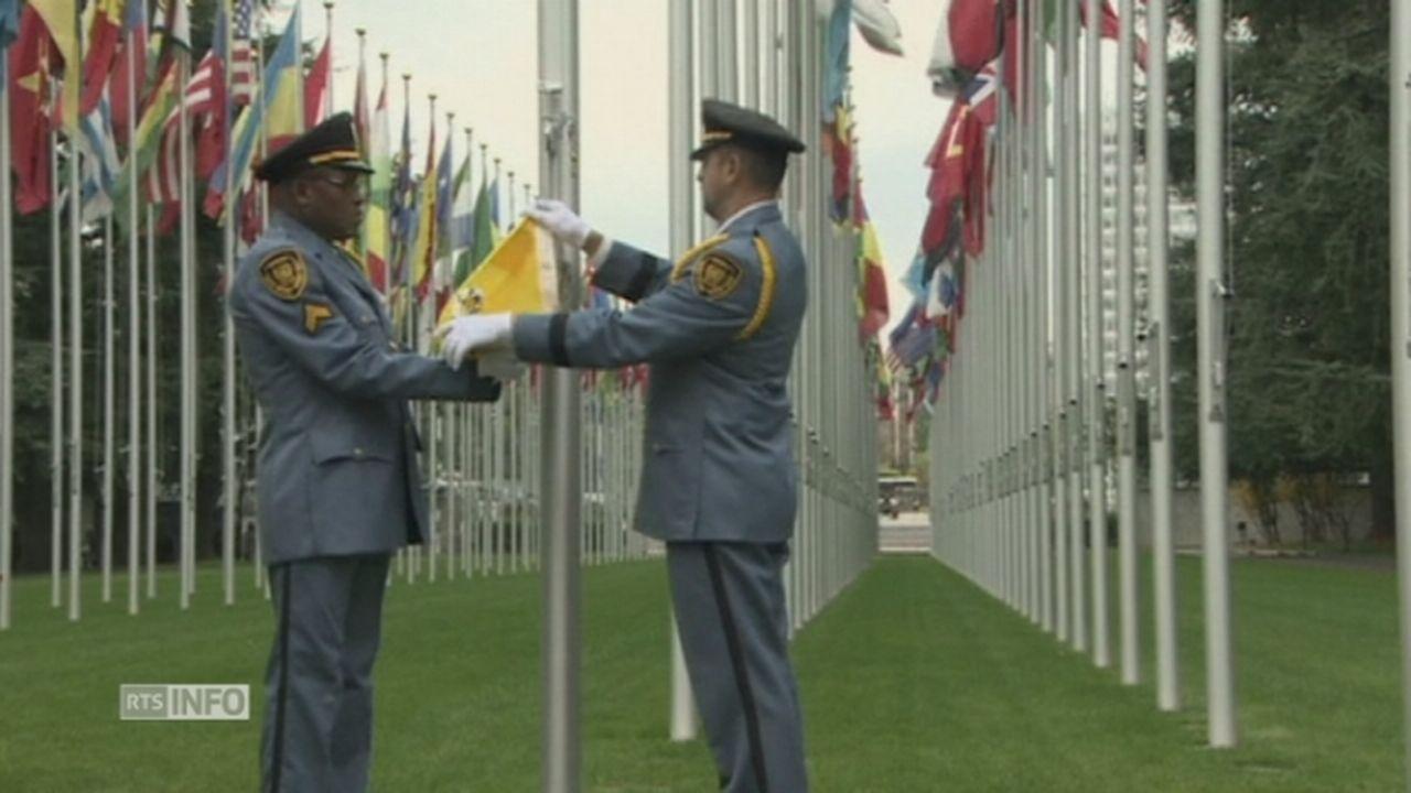 Les drapeaux palestinien et du Vatican hissés à l'ONU à Genève [RTS]
