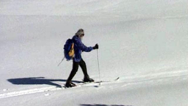 Portraits de trois solitaires retirés dans les montagnes suisses.