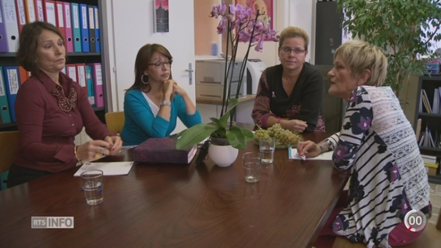 Les femmes touchées par le cancer du sein suivent de lourds traitements [RTS]