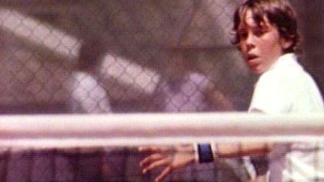 Un jeune tennisman intégré au projet genevois de classe de sport-études. [RTS]