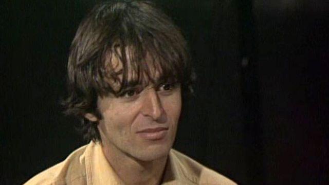 Il chante ses derniers succès et se confie à Bernard Pichon.