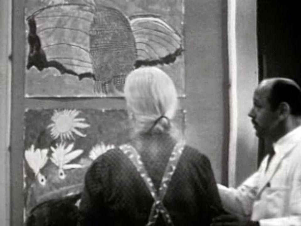Visite en 1965 de l'atelier artistique d'un hôpital psychiatrique. [RTS]