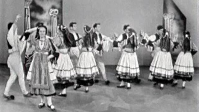 Le sirtaki n'est pas la seule danse du folklore grec. [RTS]