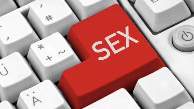 Depuis que l'accès aux images et aux films pornographiques a été facilité par internet, leur production comme leur consommation s'est multipliée. [VRD - Fotolia]