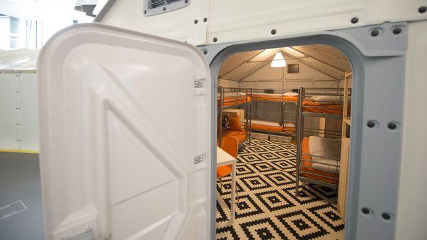 a peine achet s les abris ikea pour r fugi s sont jug s non conformes suisse. Black Bedroom Furniture Sets. Home Design Ideas