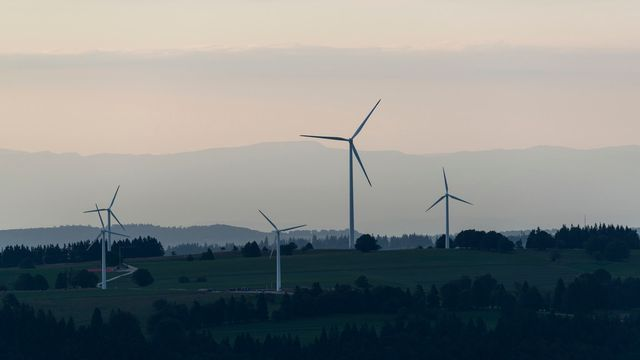 Éoliennes du Mont-Soleil, dans le Jura bernois. [Christian Beutler]