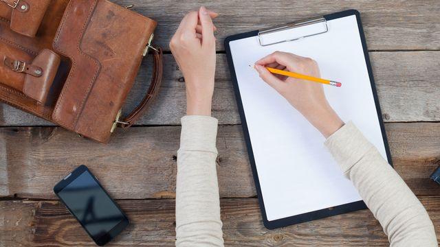 Ecriture manuscrite versus écriture numérique. [4Max - Fotolia]