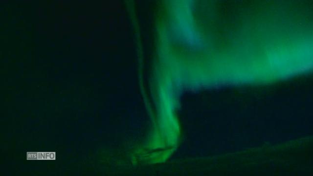 Images poétiques d'aurores boréales dans le ciel islandais [RTS]