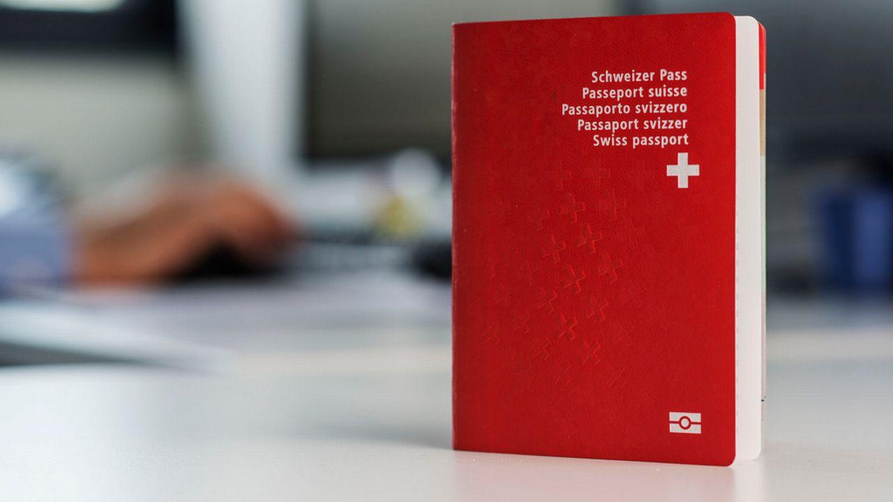 L'obtention du passeport suisse n'est pas simple. [Christian Beutler - Keystone]