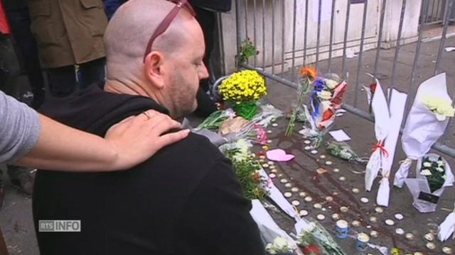 Les Français se recueillent sur les scènes de crimes à Paris [RTS]