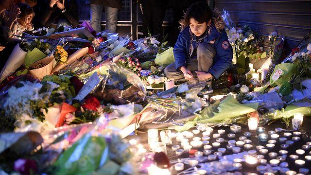 Recueillement à Paris après les attentats. [Lionel Bonaventure - AFP]