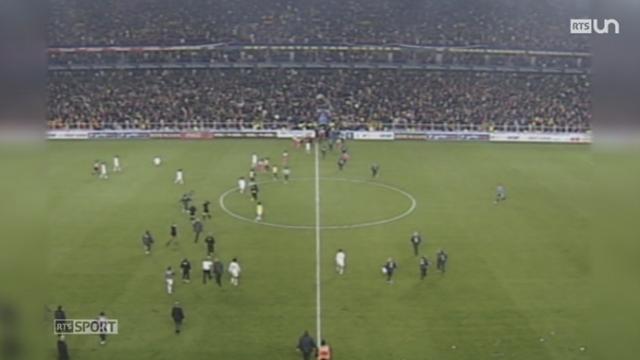 Football: retour sur l'incident du match Turquie-Suisse du 16 novembre 2005 [RTS]