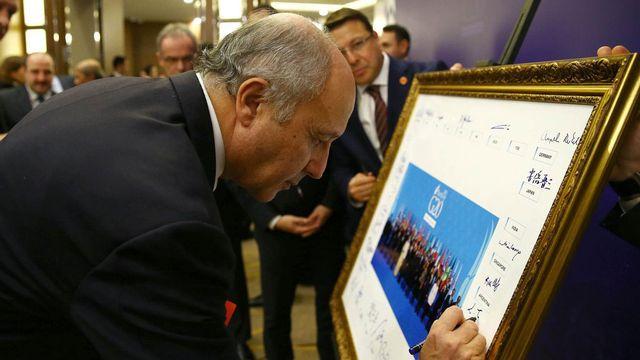 Le ministre français des Affaires étrangères Laurent Fabius lundi matin à Antalya. [Kayhan Ozer - Anadolu Agency/EPA/Keystone]