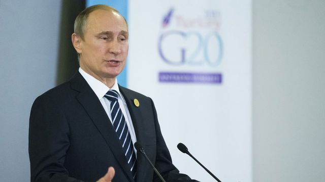 Vladimir Poutine a fait un geste de rapprochement envers les Occidentaux lundi à Antalya. [Alexander Zemlianichenko - AP/Keystone]