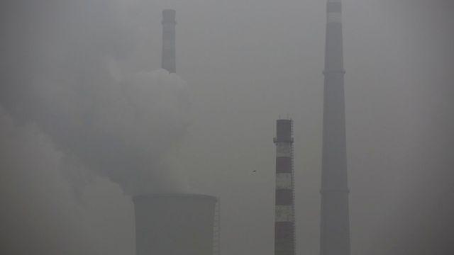 Un pic de pollution en ville de Pékin le 12 novembre dernier. [EPA/Wu Hong - Keystone]