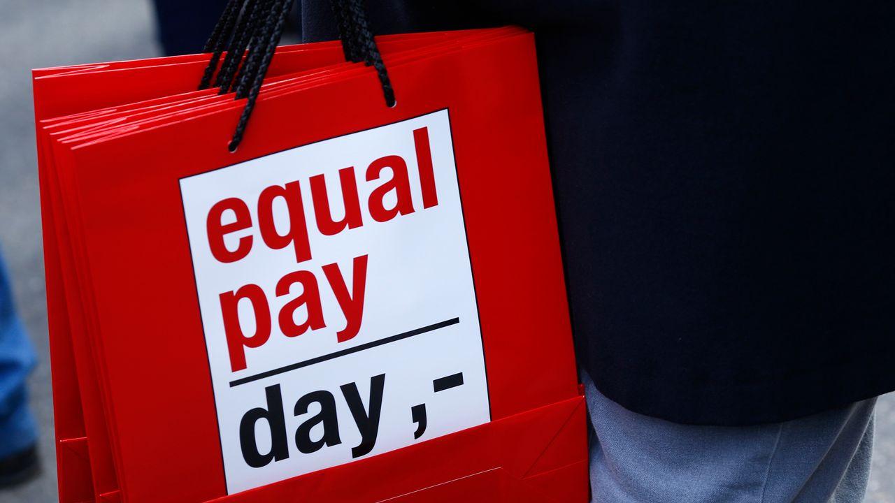 Manifestation à Berne pour l'égalité salariale homme-femme, samedi 7 mars 2015. [Ruben Sprich - Reuters]