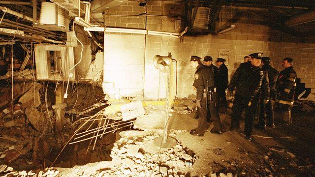 26 février 1993: un attentat contre l'une des tours jumelles du World Trade Center de New York fait six morts et un millier de blessés. Quatre islamistes intégristes sont condamnés en 1994. [Richard Drew - AP/Keystone]