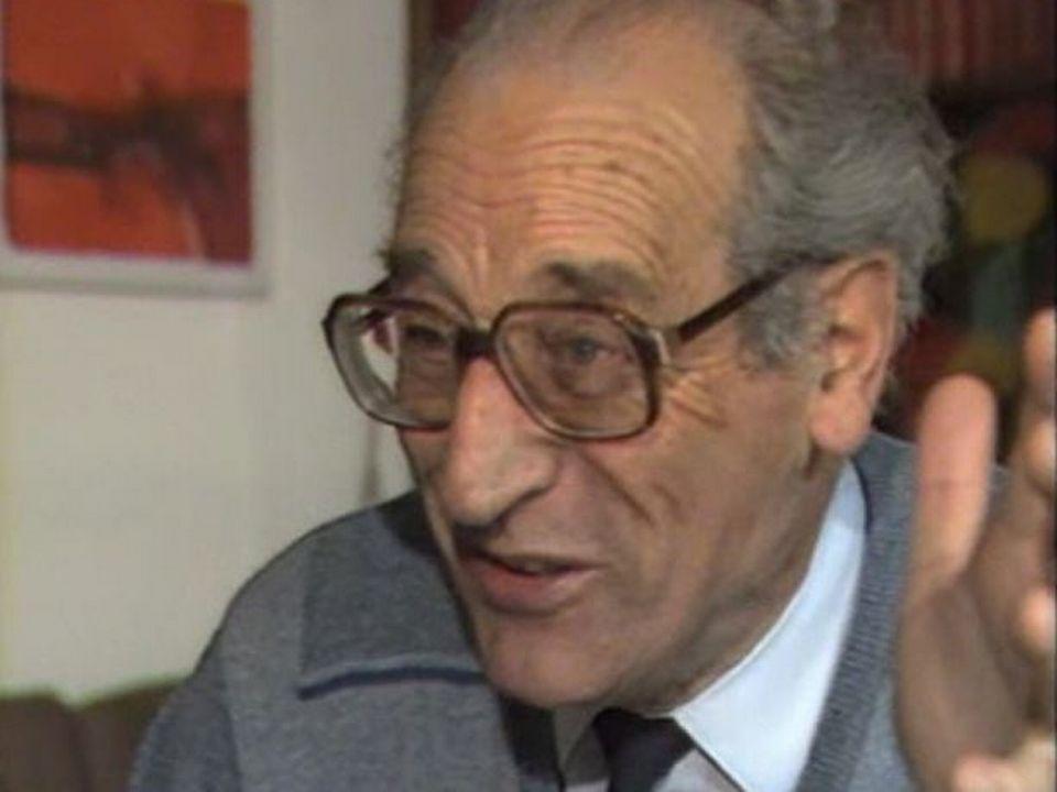 Jean Christe, conteur jurassien racontant une histoire de Bonfol en 1986. [RTS]