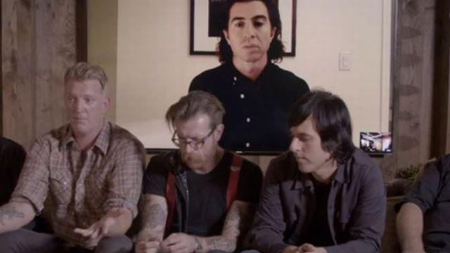 Les Eagles of Death Metal durant l'interview accordée à Vice.com. Jesse Hughes est au centre (moustache et lunettes).